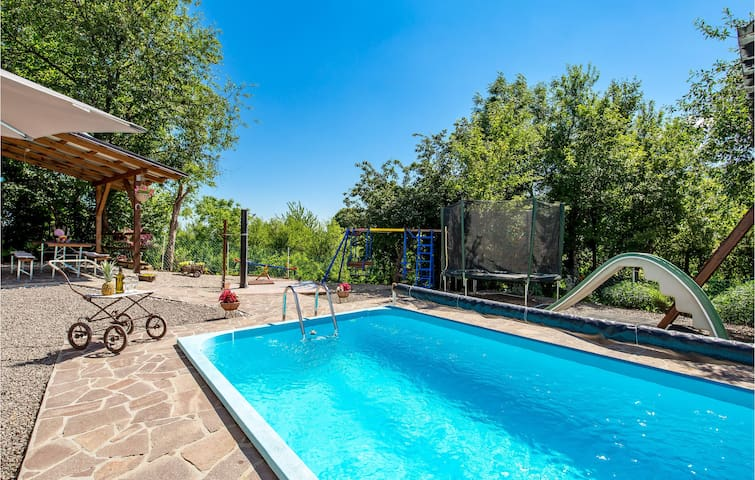Holiday cottage with 4 bedrooms on 123m² in Plaski