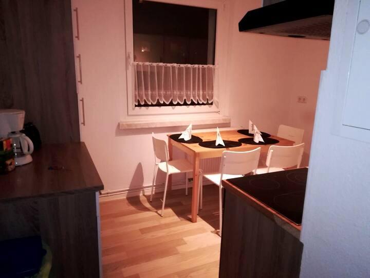 Apartment für 5 Personen mit Balkon