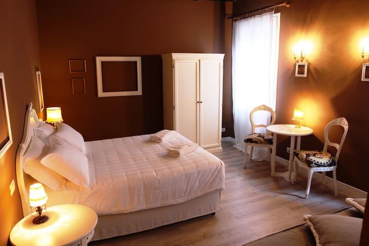 Vintage and Classy Venice Room Orange Brick