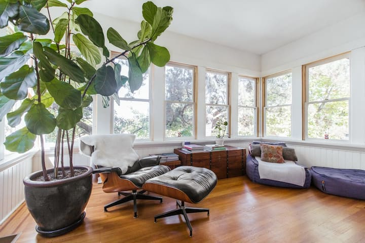 Sunny 3 BR Piedmont Ave Home
