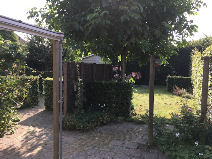 quiet place with garden, between Stad and Wad