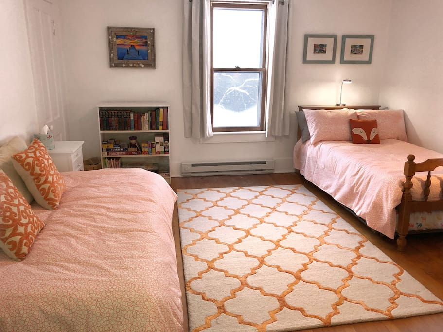 Bedroom 3 has two twin beds