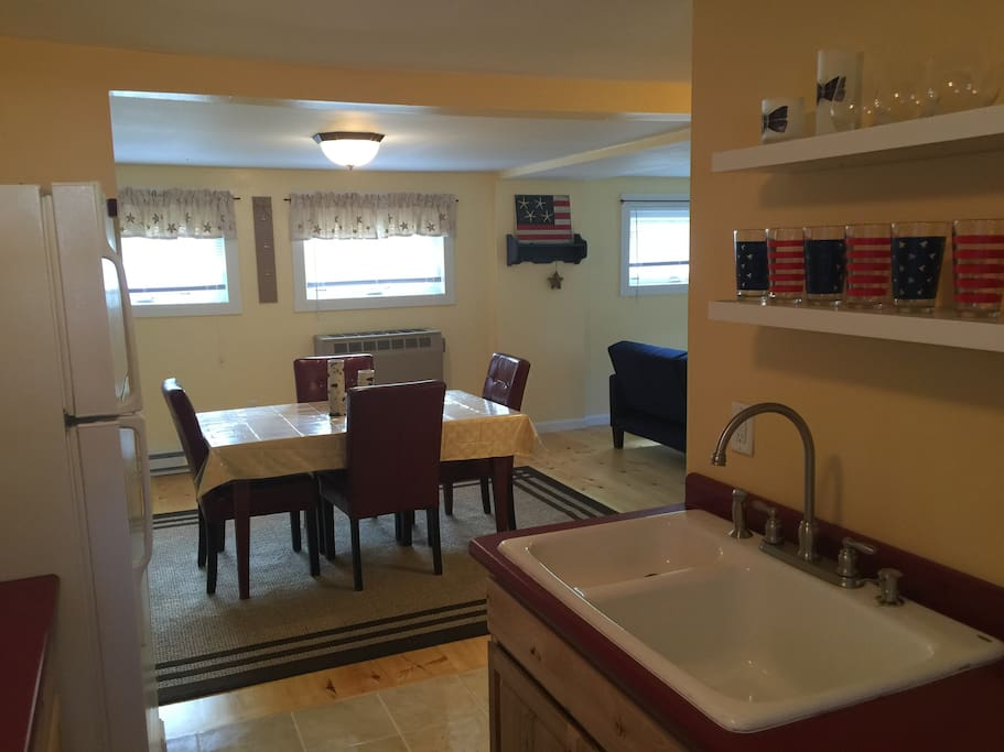 Fully equipped kitchen with stove, fridge, microwave and more!