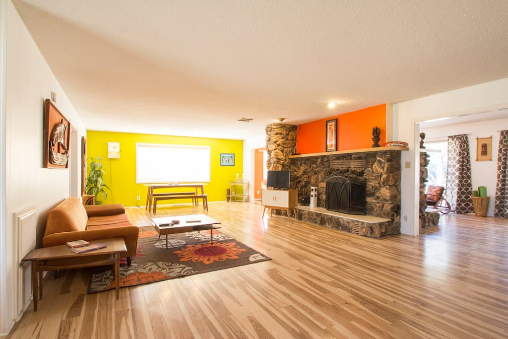 Living room with dual sided working fire place