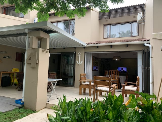 Zinkwazi Villa - Modern Upmarket Beach Getaway