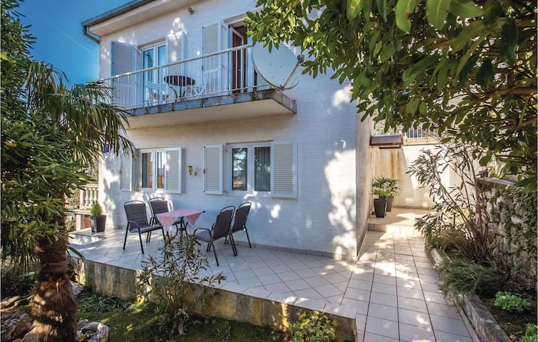 Holiday cottage with 3 bedrooms on 90m² in Selce