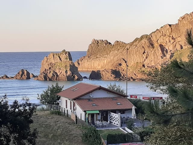 Playa Laga. Impresionante.
