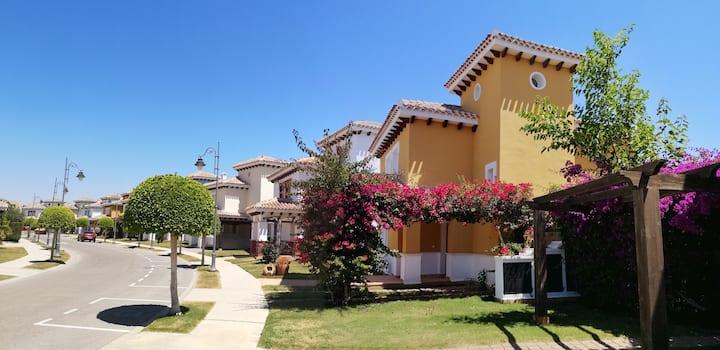 Villa individuelle avec piscine chauffée vue golf
