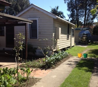 Sky Cottage for Pet Friendly Holidays. - Erowal Bay