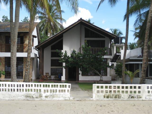 Beach front Cabin - Coveñas - キャビン