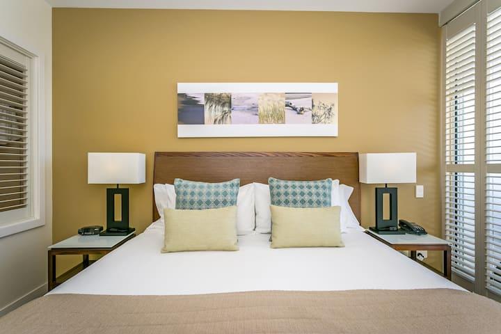 Salt Beach - 1 Bedroom Spa Deluxe - WiFi Included!