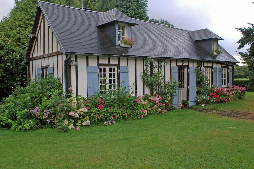 Maison de campagne avec piscine int rieure maisons louer moyaux normandie france - Airbnb piscine interieure ...