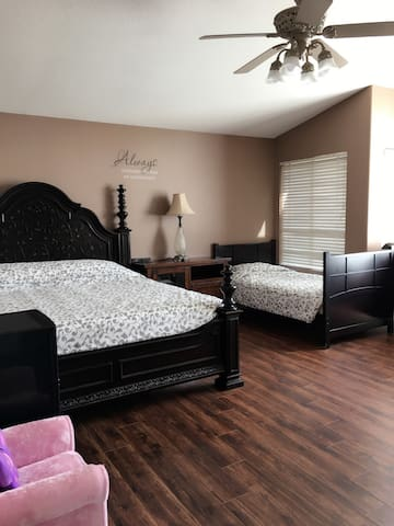 A separate suite with toilet - Rancho Cucamonga - Villa