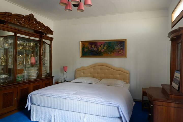First floor : 2nd Bedroom