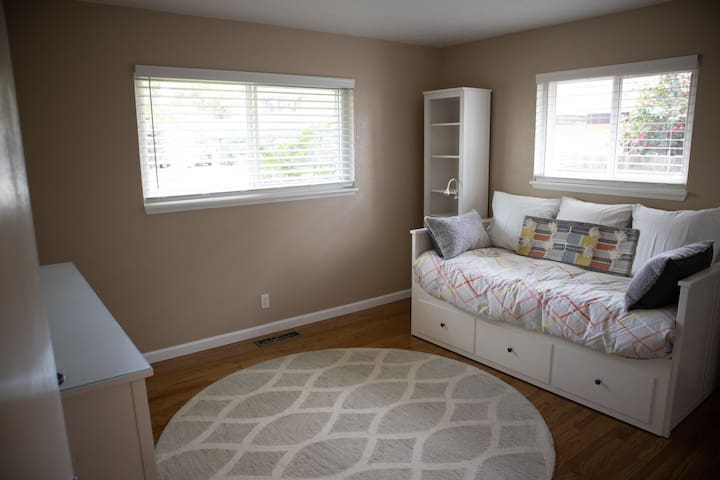 Daybed pulls out to queen size bed