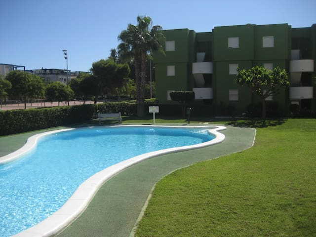 Apartments near the sea for 4 people. REF. DELTAMAR CLUB II-24