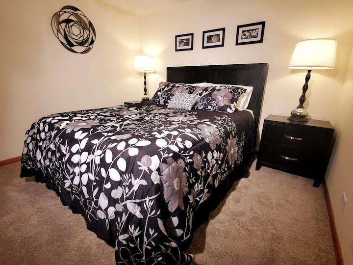 ~Bedroom Suite on Fox River, Washer/Dryer~