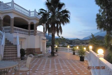 Beautiful villa with Private Pool in Puerto Banus - Marbella