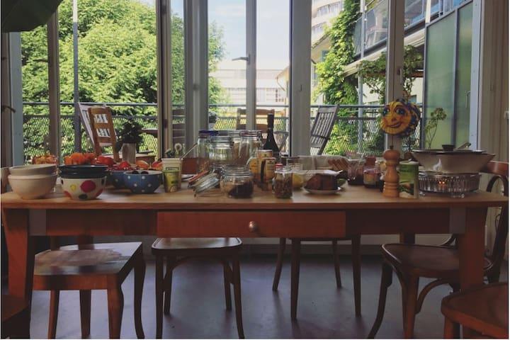 helle Duplex-Loftwohnung im In-Quartier Zürichs