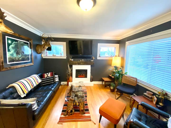 CHARMING MIDCENTURY HOME perfect Pdx location!