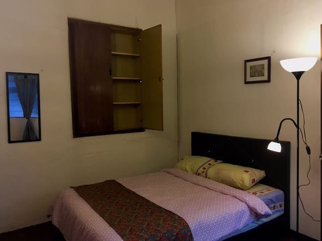 Double bed private room D for 2 @ Melakahouse