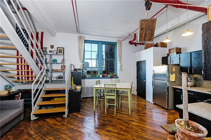 Historic downtown loft -shared space females only