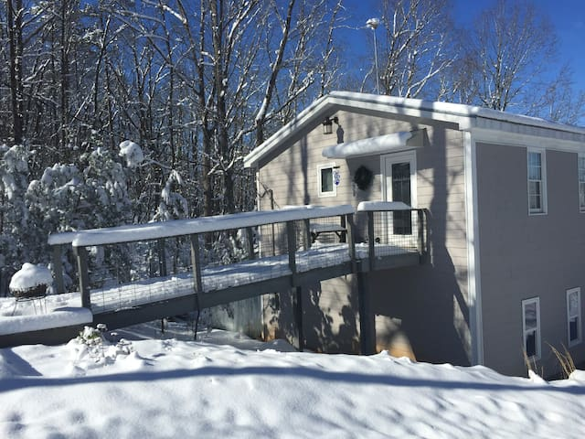 A+Views, Cottage for 2- Private & Comfortable - Bostic