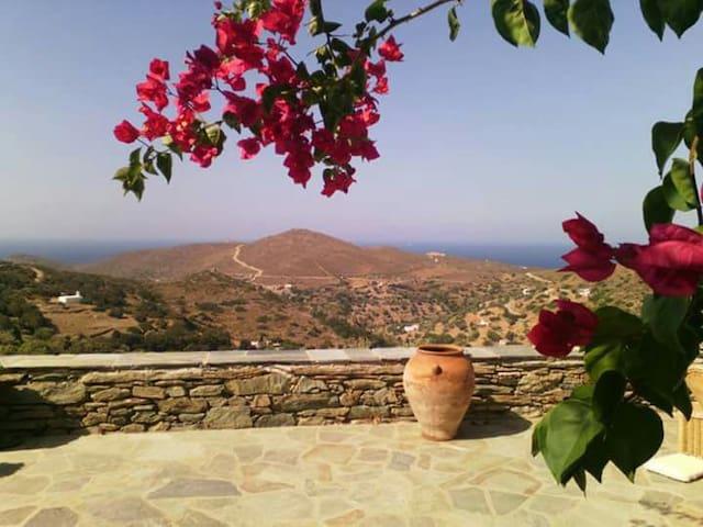 Traditional Island Home With Sea View - Gavrio  - Hus