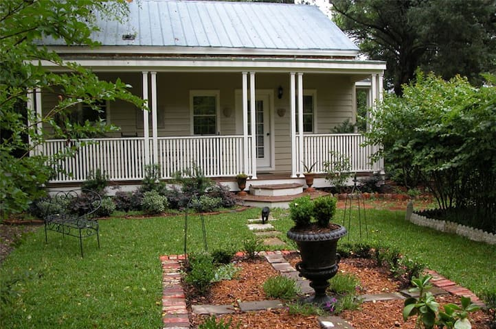 Private Cottage at Flowertown Bed and Breakfast