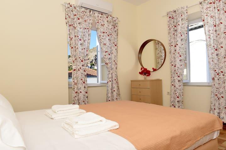 Sunnyshades  central loc apartment - Idra - Apartamento