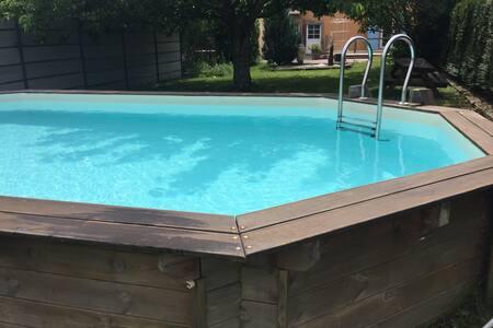 Mirabelles ,logis avec piscine et suite climatisée