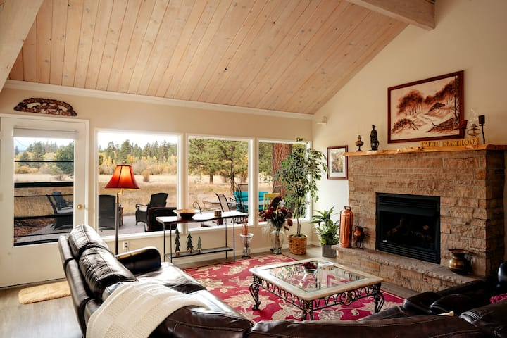 Spectacular Meadow View at Black Butte Ranch