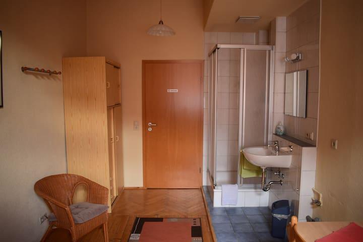 Adler Brasserie, (Munderkingen), Zimmer 21 mit privatem WC auf der Etage