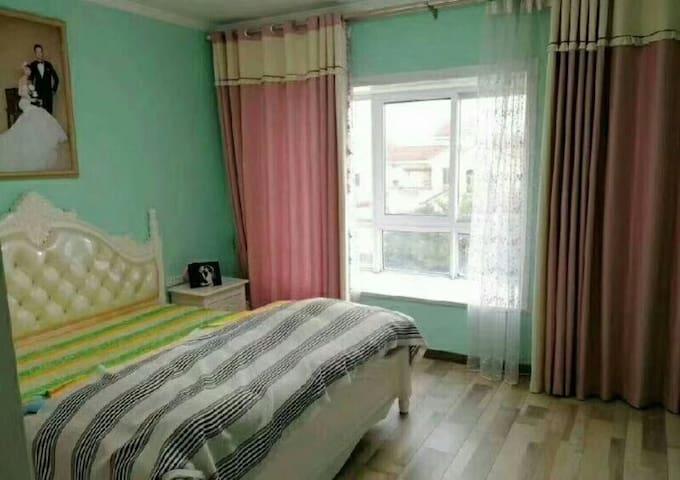 现代风格装修/客厅敞亮布局温馨/磁湖路与广州路交接处