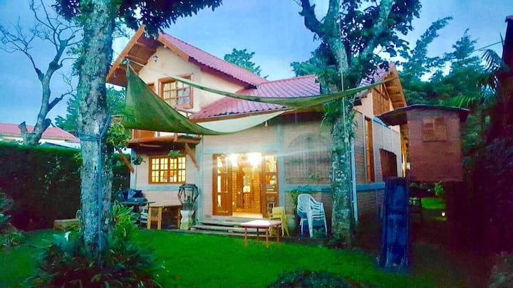 Casa de campo en pueblo pintoresco