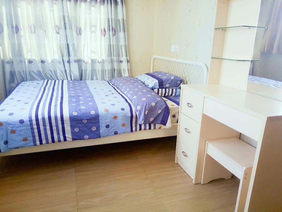 舒適、寬敞,1.5米雙人床