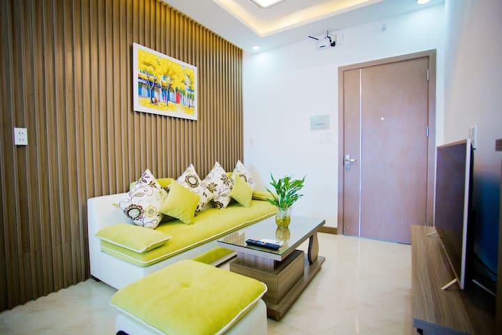 Apartment steps to beach, Hon Chong Promontory