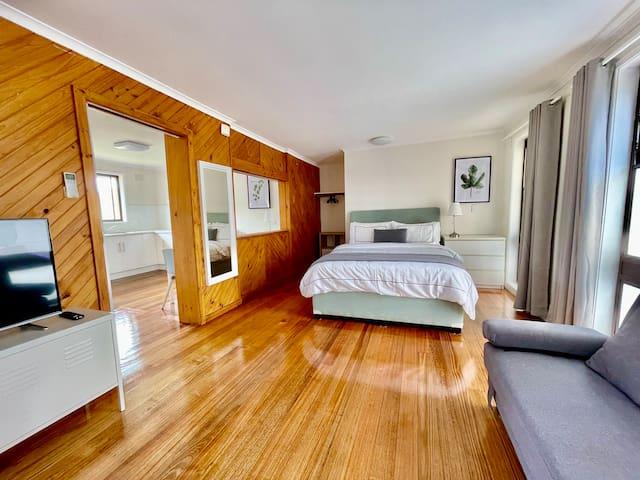 Bedroom & Lounge