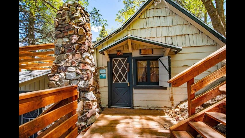 Charming 1920's cabin