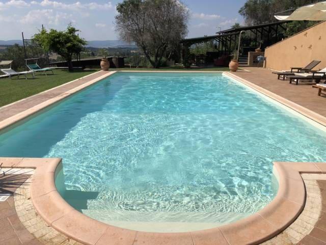 Villa con uso esclusivo di piscina e idromassaggio