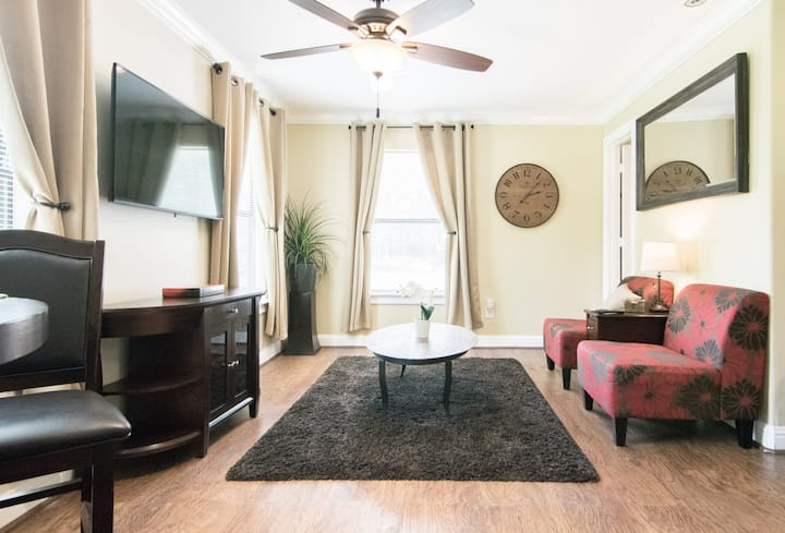 Hobby Apartment, 1 Mile to Hobby Airport