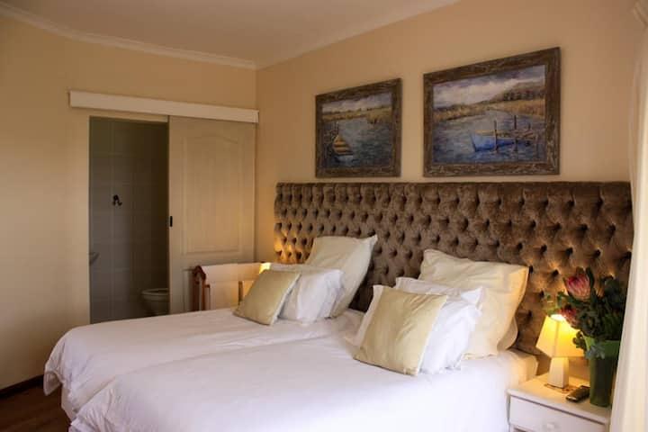 Twin Bedroom 3 - 2 Sleeper