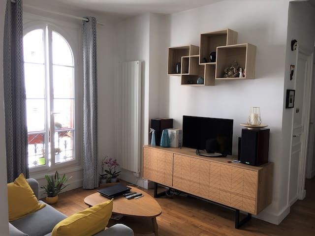 Cosy & charming apartment in the heart of the 11th