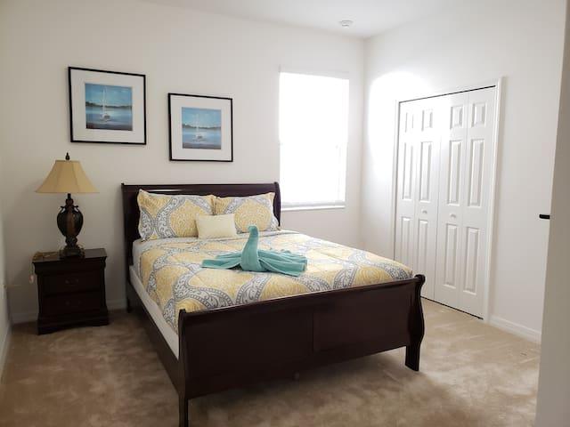 Bedroom 5(Queen)