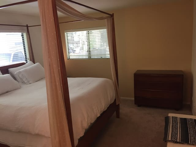 Master Suite in Cascade Canyon - Fairfax - Dom