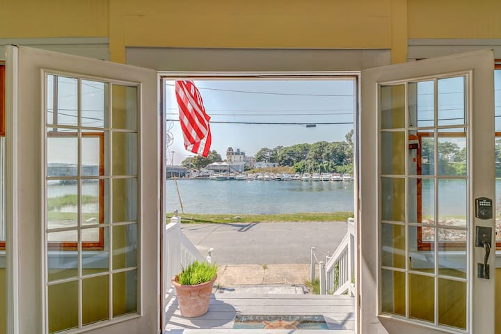 Delightful waterfront home w/views near golfing, fishing & beach