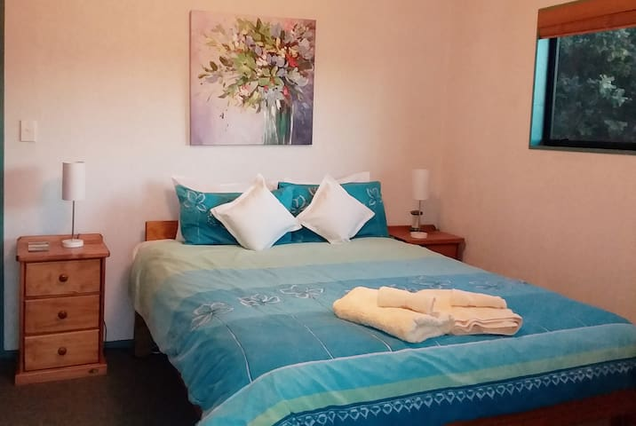 Comfortable Queen size bed. Wake up to the sounds of nature. While in bed just  look at the panorama view that greets you through the sliding doors