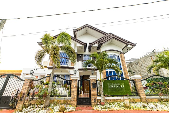 Lazaro Tagaytay Vacation House for 16pax