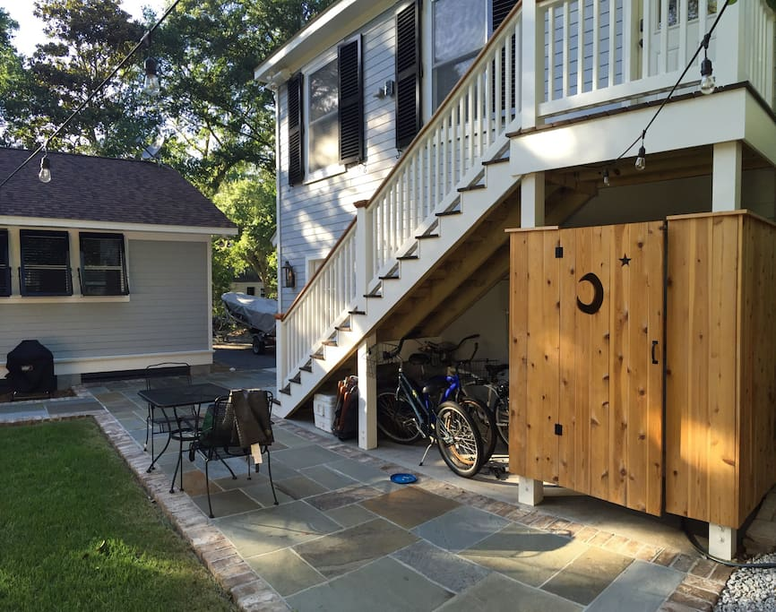 Outdoor shower, patio with outdoor seating, & bicycles to ride under the stairs!