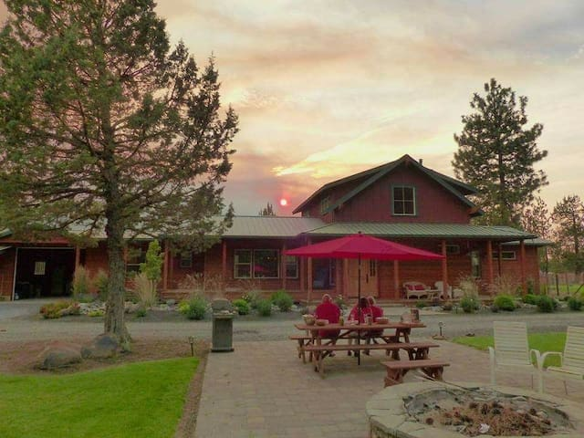 Three Sisters  Guest Ranch 1 room accommodations